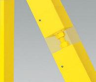 Element regulacji umożliwia dodatkowe wypoziomowanie skrzydła względem podłoża podczas montażu bramy i korygowanie jego położenia w trakcie użytkowania.