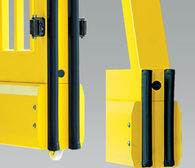 Listwa bezpieczeństwa powoduje zatrzymanie i cofnięcie się bramy przy zetknięciu z przeszkodą. Montowana jest na czole skrzydła, ramie prowadzącej lub na końcu bramy.