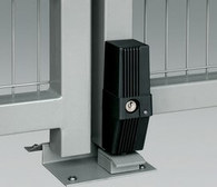 Elektrorygiel to zabezpieczenie stosowane w bramach, gdzie skrzydło jest szersze niż 3 metry. Zadaniem elektrorygla jest zabezpieczenie i stabilizacja bramy w pozycji zamkniętej