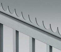 Ostre zakończenia w postaci stalowego grzebienia, może być montowane na górnej krawędzi skrzydła bramy.