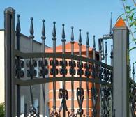 Brama zasilana jest napięciem 24 V lub 230 V - w przypadku uszkodzenia przewodu zasilającego nie stanowi zagrożenia dla życia i zdrowia człowieka