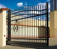 Fotokomórki zapewniają zatrzymanie się bramy i jej powrót do pozycji otwartej, jeżeli w świetle przejazdu pojawi się przeszkoda
